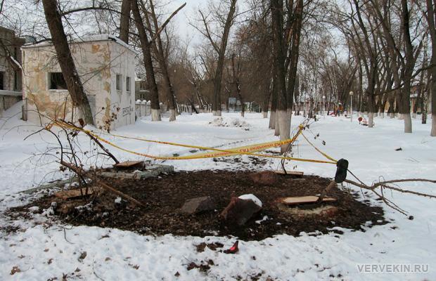 Проплешины разрухи в парке Тельмана