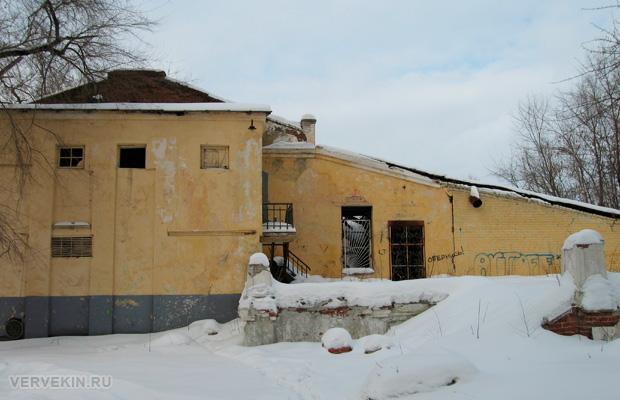 Вид на бывший клуб завода Тельмана сбоку