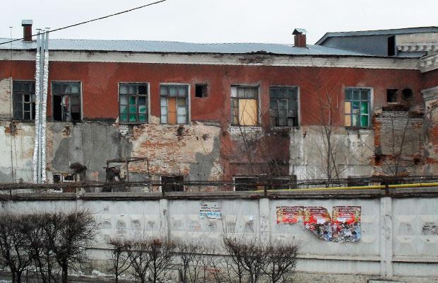 Вид на старый рождественский храм со стороны улицы Димитрова