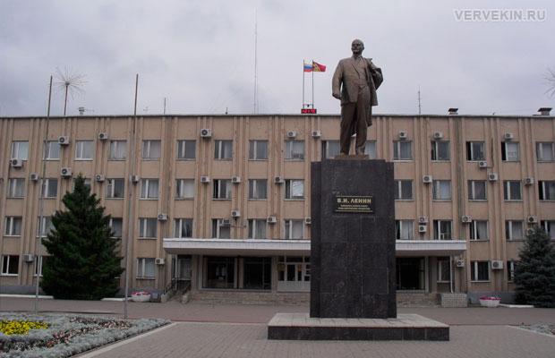 Памятник Ленину В.И. - вождю мирового пролетариата