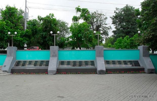 Братская могила №227 город Россошь, ул. 50 лет СССР