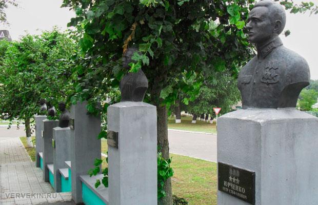 Мемориал ВОВ Россошь Аллея Славы - полные кавалеры Ордена Славы