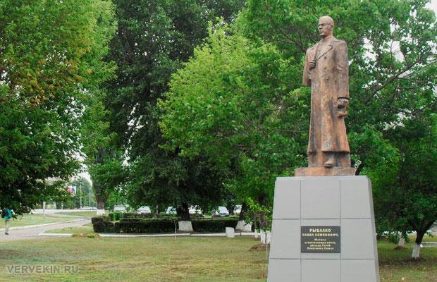 Памятник маршалу Рыбалко, Россошь