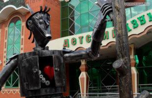 Статуя Железного дровосека