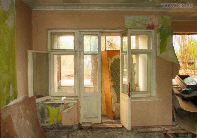 Внутри ветхого дома: первый этаж