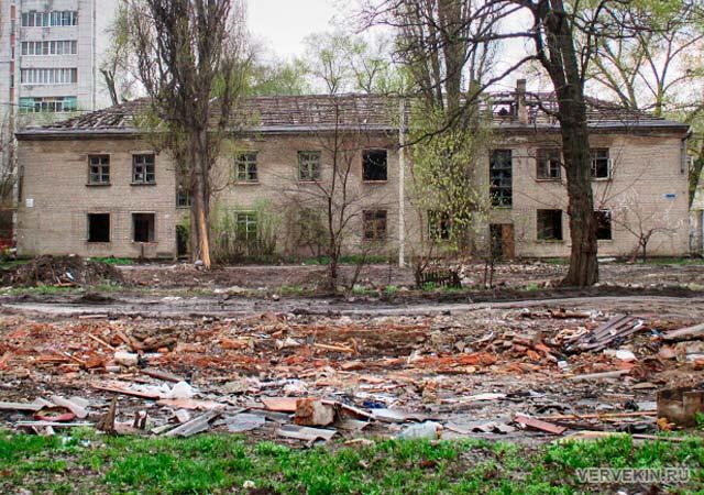 Вторая линия ветхих домов по Ленингадской