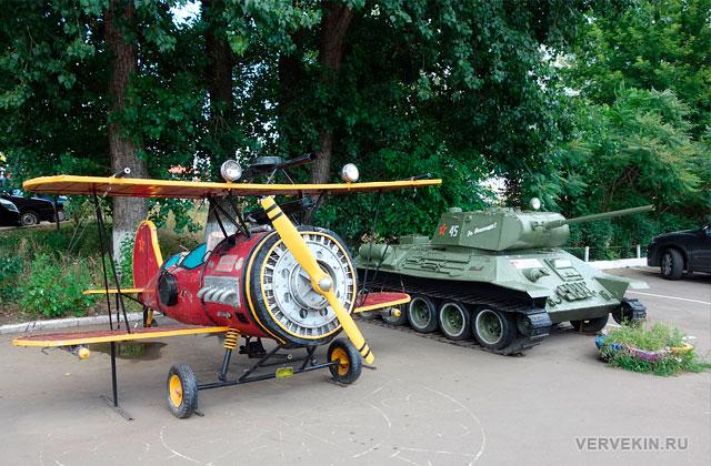 """Парк """"Юбилейный"""" (Россошь): самолет и танк"""