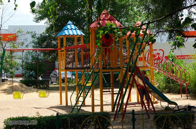 """Парк """"Юбилейный"""" (Россошь): детская площадка"""