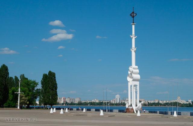 Воронеж: Адмиратейская площадь, ростральная колонна