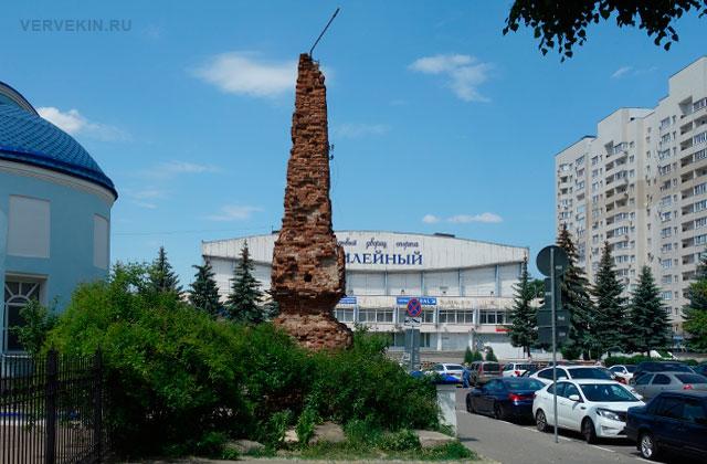 Воронеж: улица Карла Маркса, пилон ограды бывшего Чугуновского кладбища