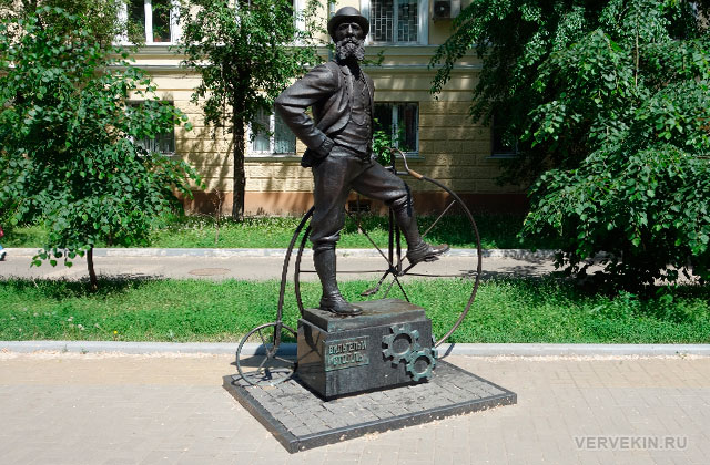 Воронеж: улица Карла Маркса, памятник Вильгельму Столлю