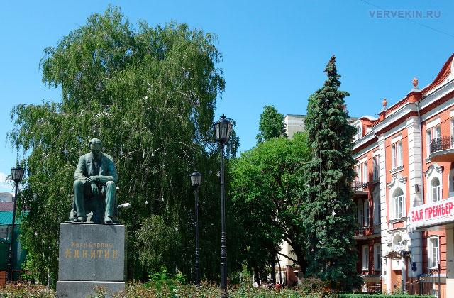 Воронеж: улица Карла Маркса, памятник И.С. Никитину